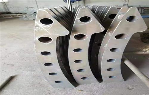 新疆防腐立柱喷塑加工切割 生产工艺