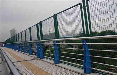海北Q235材质钢板立柱切割厂家直销