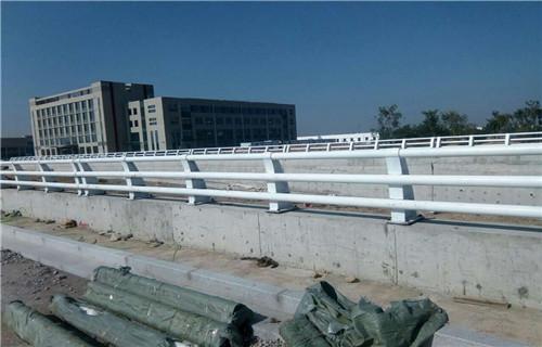 湖南桥梁防撞护栏立柱品质齐全