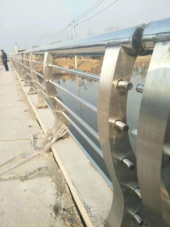 黄南防腐立柱切割喷塑桥梁护栏