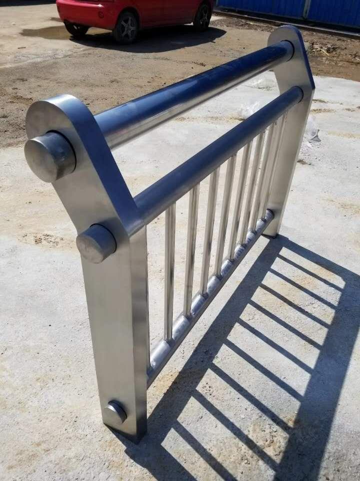 伊犁碳素钢防撞护栏质优价廉
