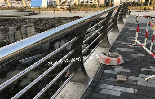 克拉玛依不锈钢防撞护栏立柱现货供应
