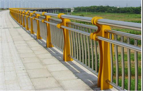 海西橋梁鋼板防撞立柱品質齊全