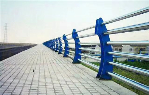 伊犁碳素鋼防撞護欄品質齊全