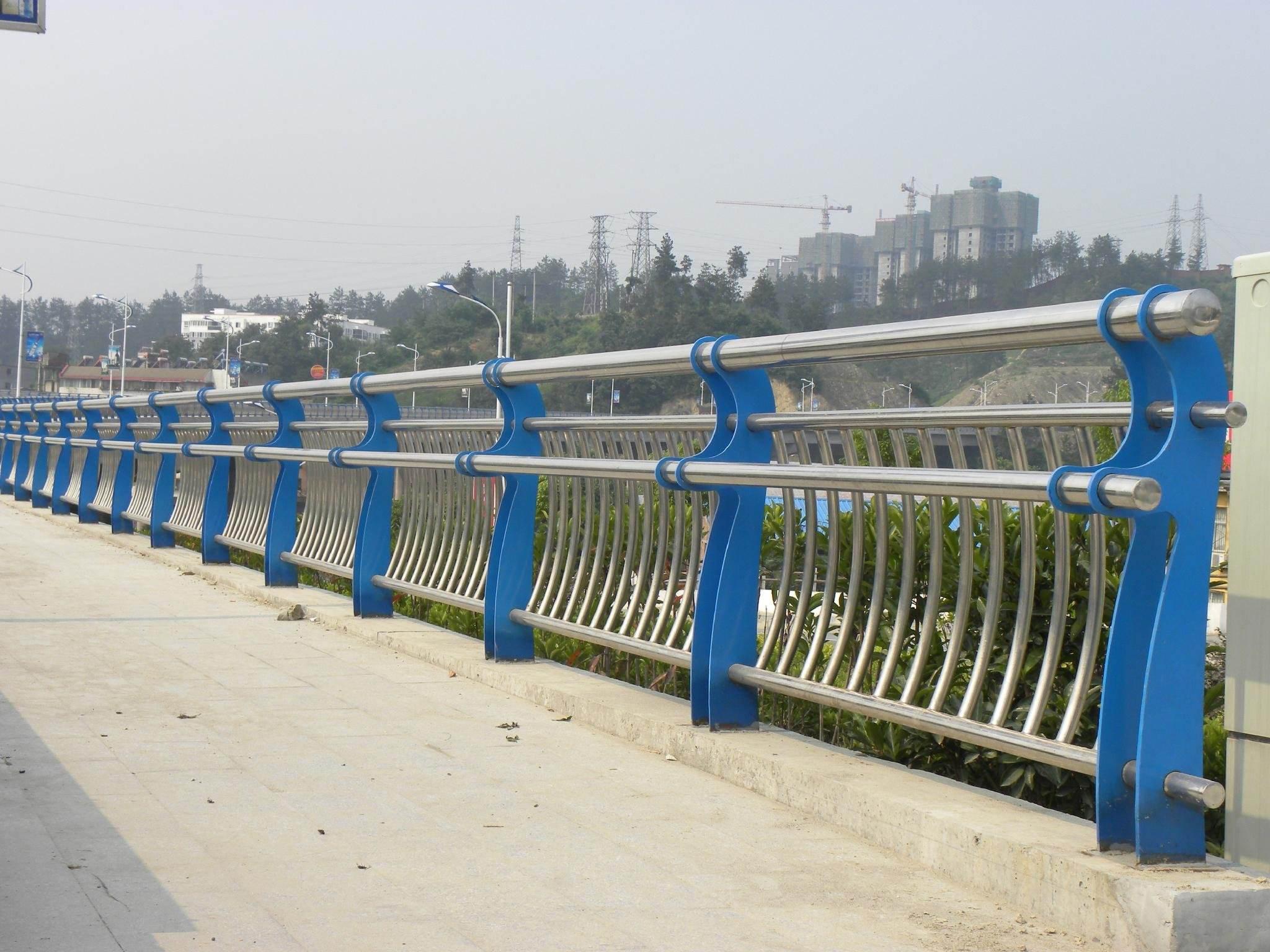 江苏省连云港201不锈钢碳素钢复合管有何特点