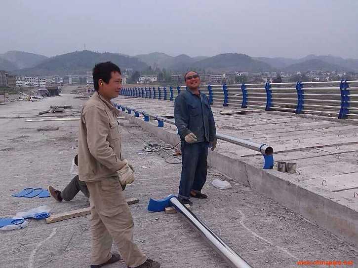 长春304不锈钢碳素钢复合管运输到工地