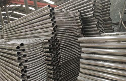 广西不锈钢景观复合管防撞护栏热销款式