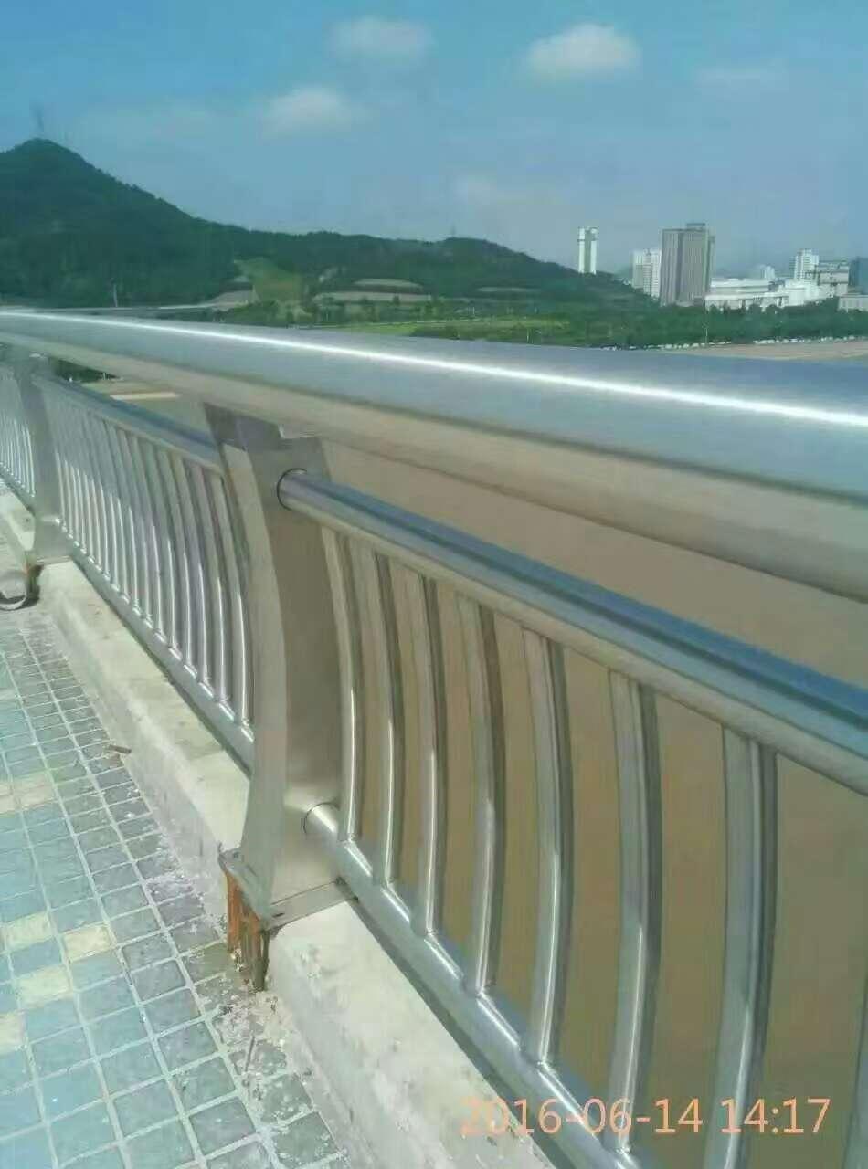 甘肃金昌桥梁护栏复合管立柱切割喷塑