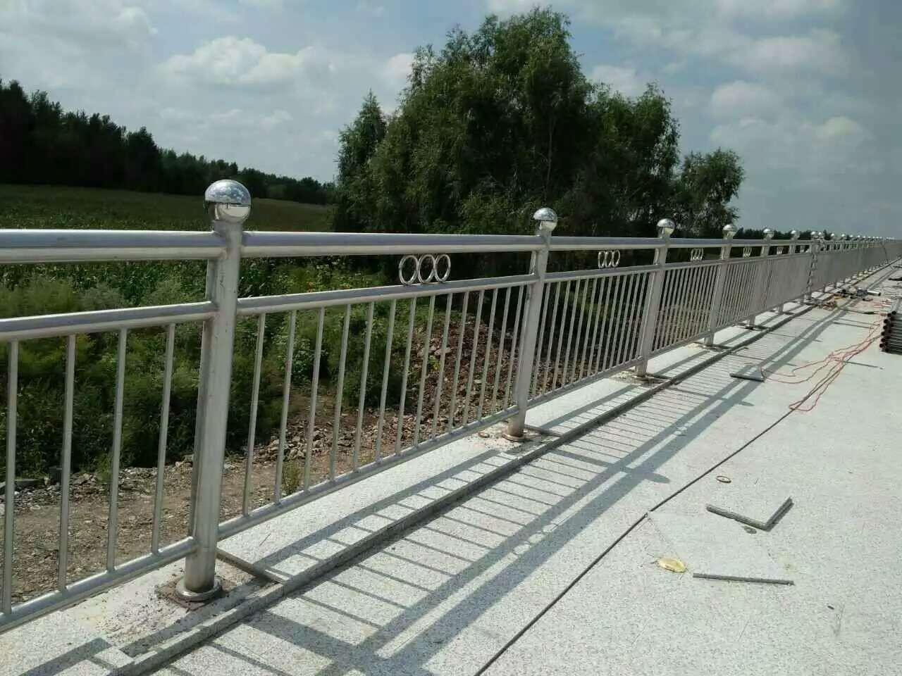 山东省淄博钢管护栏隔离专用