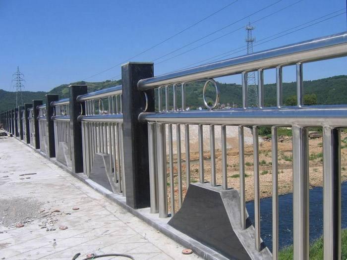 吉林省辽源城市道路景观护栏施工方案