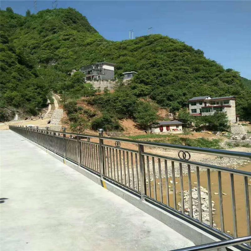 四川遂宁不锈钢护栏复合管专业制造