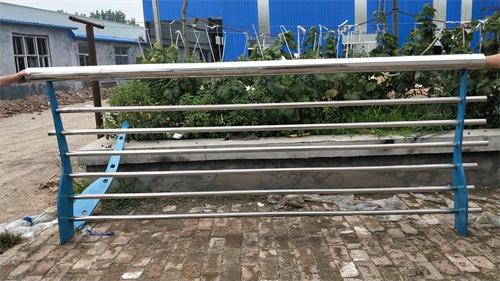阿坝不锈钢碳素钢复合管栏杆定制