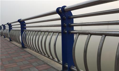 瀘州304不銹鋼碳素鋼復合管護欄工廠