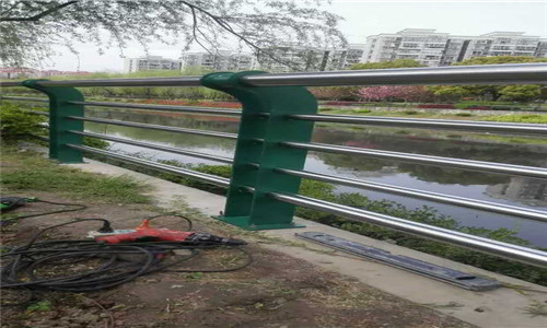 玉林201不锈钢复合管桥梁护栏厂