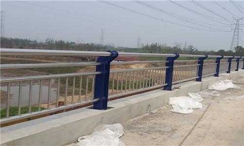 德宏不锈钢桥梁防护栏杆规格齐全