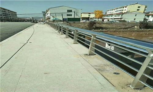 襄樊不锈钢复合管桥梁防撞栏杆多少钱一米