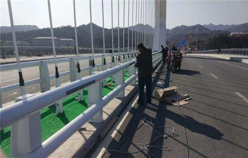 克拉瑪依不銹鋼人行道欄桿廠家新報價Q235鋼板立柱護欄