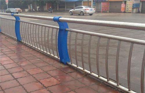 果洛不銹鋼人行道欄桿廠家護欄龍頭企業橋梁河道景觀護欄