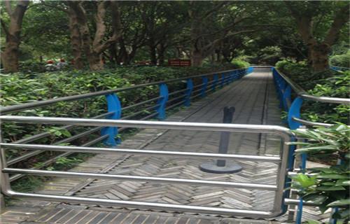 海南不銹鋼人行道欄桿廠家欄桿制定廠家不銹鋼復合管護欄