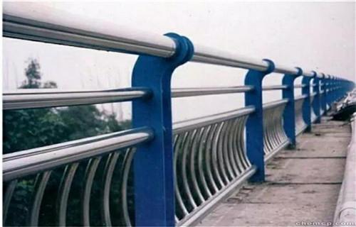 嘉峪关护栏订做人行道隔离栏杆生产厂家护栏生产厂家