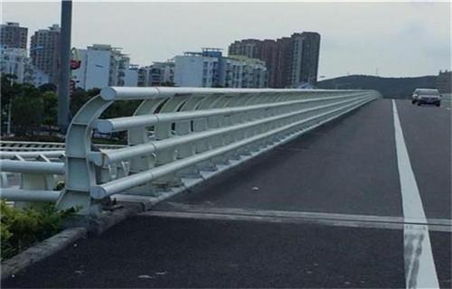 黃南不銹鋼人行道欄桿廠家擁有專業的技術團隊防撞欄桿廠家