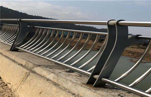 咸阳质量保证防撞护栏、