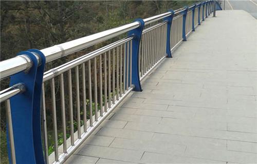 岳阳景观栏杆人行道隔离栏杆生产厂家塑钢河道栏杆