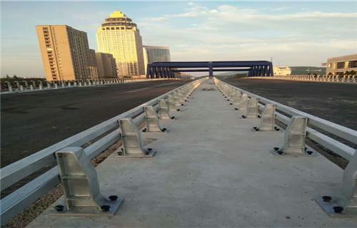 海西橋梁防撞鋼護欄價格咨詢