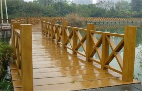平涼景區鋼背木廠家橋梁河道景觀護欄護欄龍頭企業
