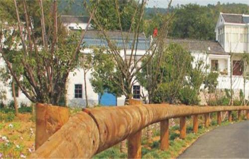 銀川景區鋼背木廠家Q235鋼板立柱護欄欄桿經銷生產廠