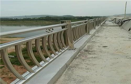 海北不銹鋼碳素鋼復合管橋梁護欄多規格可選擇不銹鋼復合管