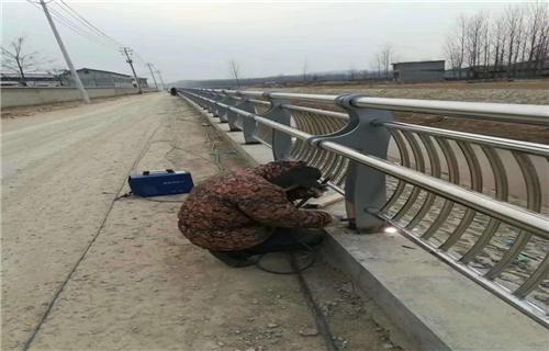 铁岭Q235防撞桥梁钢板立柱加工定做安装服务桥梁护栏田经理