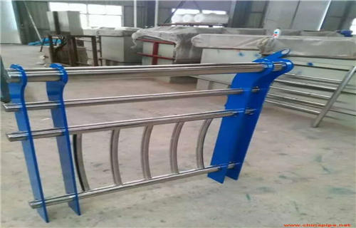 湘西不銹鋼碳素鋼復合管橋梁鋼板立柱來圖來樣定制橋梁護欄多少錢