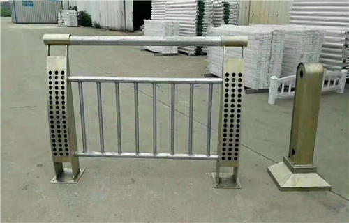 齊齊哈爾302不銹鋼碳素鋼合復管橋梁護欄行業專注專業橋梁護欄田經理