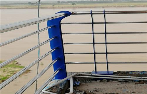 安阳Q235防撞桥梁钢板立柱行业专注专业桥梁护栏田经理