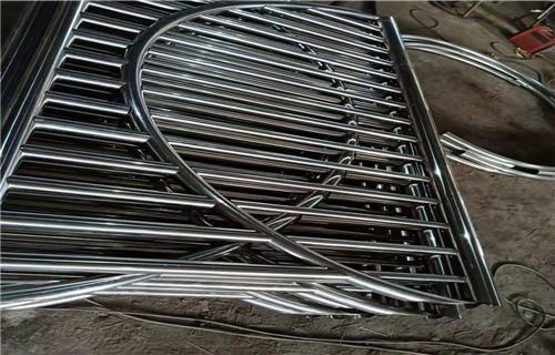 鞍山不銹鋼碳素鋼復合管行業專注專業橋梁護欄田經理