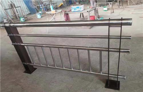 阿拉善不銹鋼碳素鋼合復管多年生產經營不銹鋼復合管