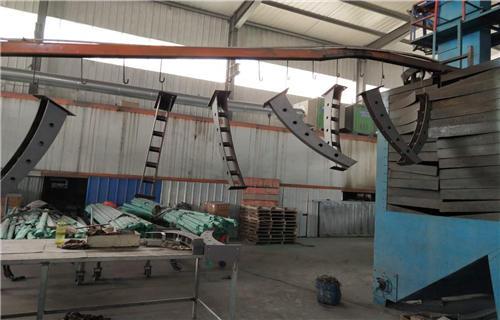 重庆不锈钢碳素钢复合管桥梁钢板立柱认准鸿源护栏厂家桥梁护栏田经理