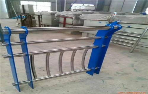 萍鄉不銹鋼碳素鋼復合管橋梁鋼板立柱多規格可選擇橋梁護欄多少錢