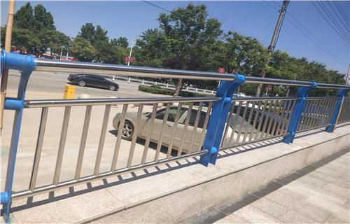 泉州不銹鋼碳素鋼復合管橋梁鋼板立柱定制護欄橋梁護欄田經理