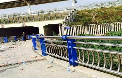 内江不锈钢碳素钢复合管桥梁钢板立柱定制护栏桥梁护栏田经理