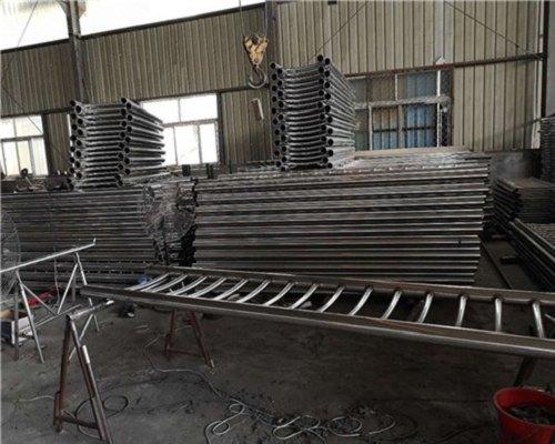 新疆304不锈钢碳钢复合管现货批发销售