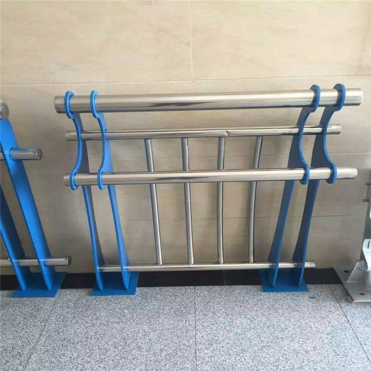 果洛202不锈钢复合管护栏防护一米价格