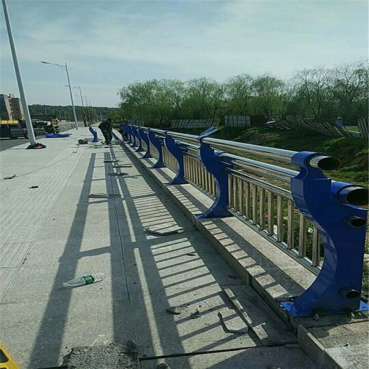 伊犁202不锈钢复合管护栏防护实力厂家