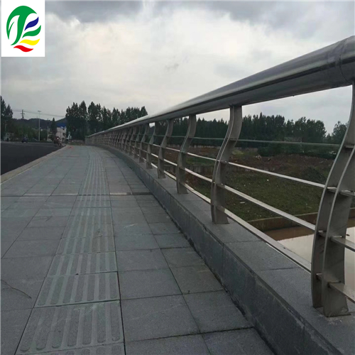 伊犁河道不锈钢复合管栏杆实力厂家