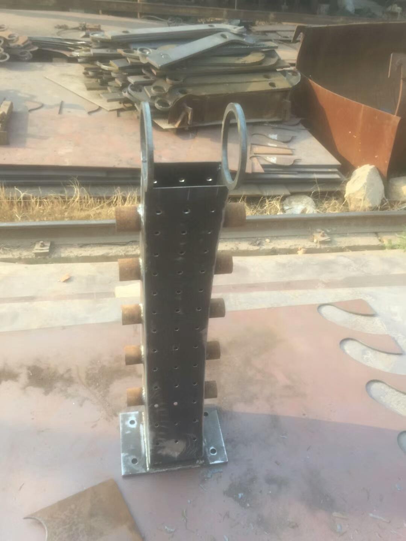 寧夏q345b防撞橋梁欄桿立柱供應鑫旺通欄桿
