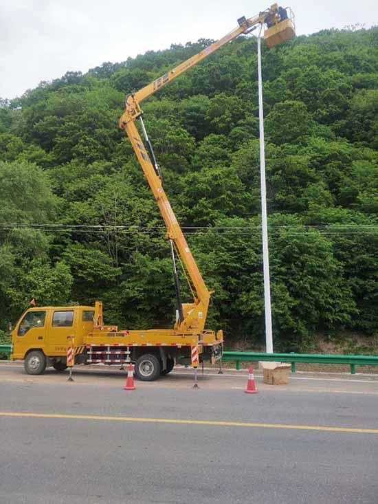 城陽二鋼部隊高空車出租曲臂車升降車租賃價格24小時服務