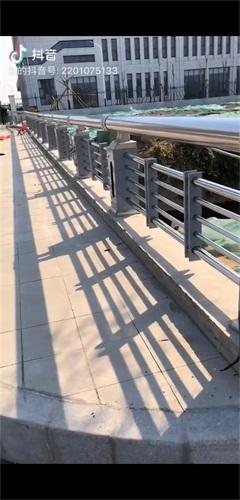 克拉瑪依不銹鋼復合管道路景觀護欄多少錢一米