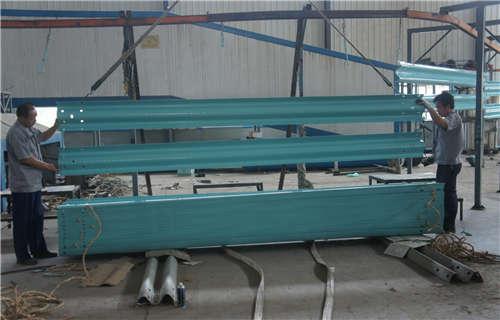 漯河單面波形梁鋼護欄板銷售