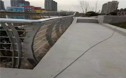 曲靖不銹鋼碳素鋼復合管橋梁護欄廠家全國現貨